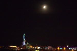 沖縄の月蝕の夜景